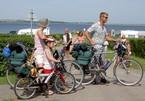 Cykelstien i forbindelse med campingpladsen, f�lger den gamle jernbanesti fra Nibe til Hvalpsund. Det er rigtigt godt sted til luftning af hunde.
